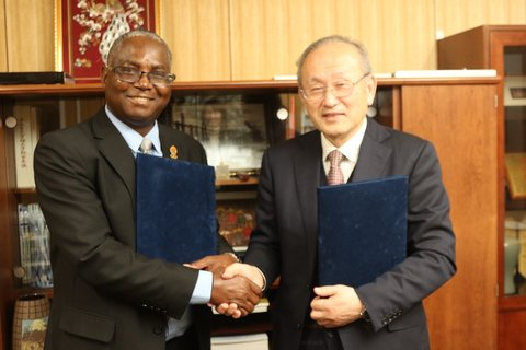 UNZA Vice Chancellor Professor Luke Mumba exchanging the partnership agreement with the Gifu University Dean of the Faculty of Engineering Prof Toshiaki Murai